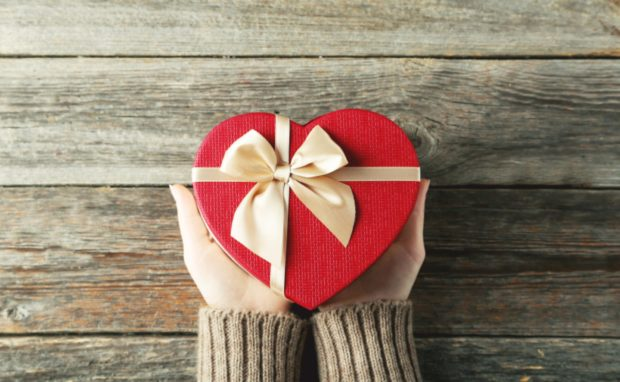 How to Pick the Perfect Gift for a Loved One - shopping online, perfect, network, loved ne, less i more, ifestyle, gft, generic gift, clue