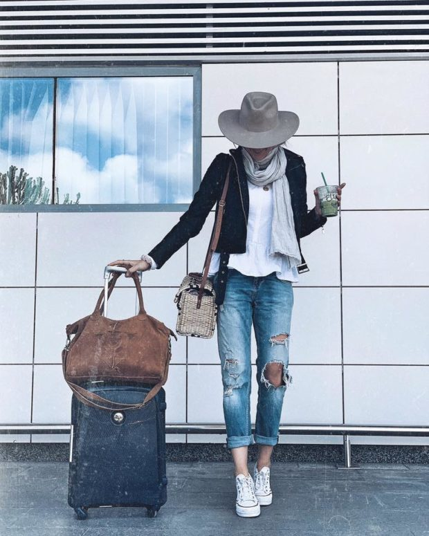 Comfortable Yet Stylish Outfits to Wear While Traveling