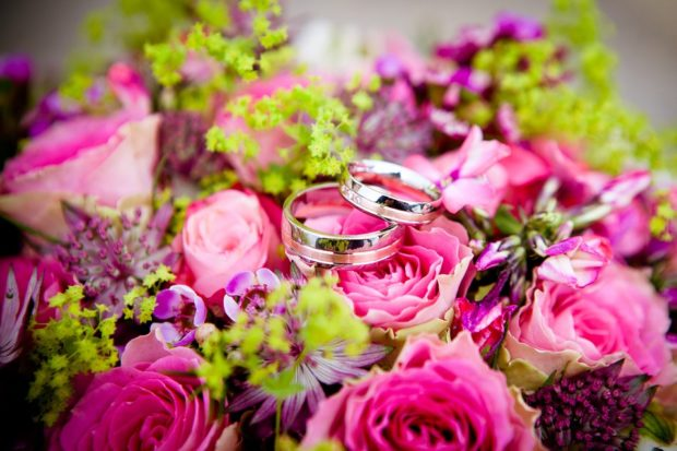 Overspending On Your Wedding - Is It Absolutely Necessary? - wedding, tips, savings, saving, money, expenses, diy, crafts