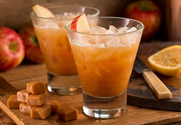 7 Wedding Signature Cocktails To Prepare For Your Party This Summer - wedding, The royal wedding, Sparkling summer peach, signature, Minty Moscow Mule punch, Hard cider Rum Slushie, Fresca Sangria, Corralejo Tequila Tikki, cocktais, Blackberry whiskey lemonade