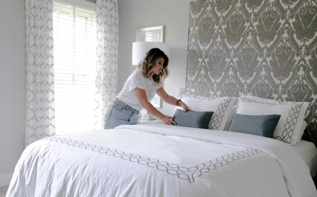 How to Make Your Bed Look Like The Ones in a 5-Star Hotel - white bedding, sheets, pillow combo, mattress, luxury, look, duvets, comfort, bedding sets, bed