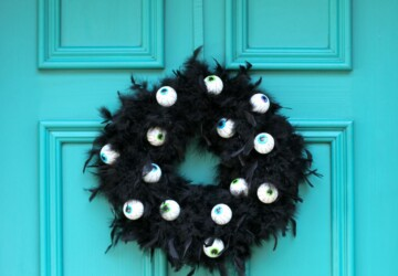 15 DIY Halloween Wreath Ideas (Part 1) - Halloween Wreath Ideas, DIY Halloween Wreaths, DIY Halloween Wreath Ideas, diy Halloween wreath