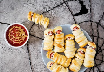 Halloween Finger Foods - Recipes for Halloween Appetizers - Halloween Snacks, Halloween recipes, Halloween party, Halloween Appetizers, Halloween Appetizer