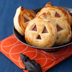 15 Easy Appetizers for a Spooktacular Halloween Party (Part 1) - Halloween Party Food Ideas for Kids, Halloween Party Food Ideas, Halloween Party Food, Halloween Party Desserts, Halloween party, Halloween Appetizer, appetizer recipes