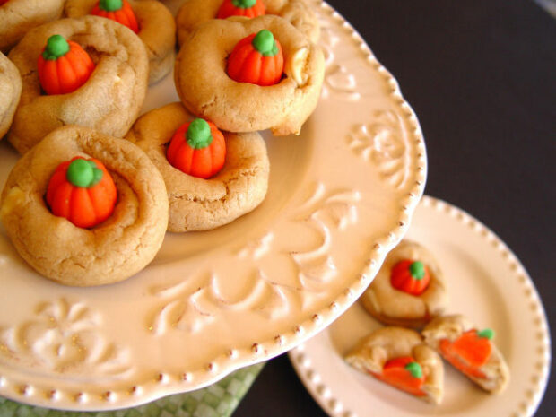 16 Best Halloween Party Snacks - Spooky Eats and Drinks Recipes for A Grown-Up Halloween Party, Halloween Party Snacks, Halloween Party Food Ideas for Kids, Halloween Party Food, Halloween party