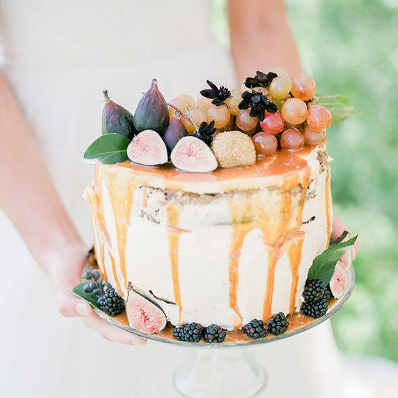 PHOTO BY TENTH AND GRACE; CAKE BY BELLE SOULE WEDDINGS