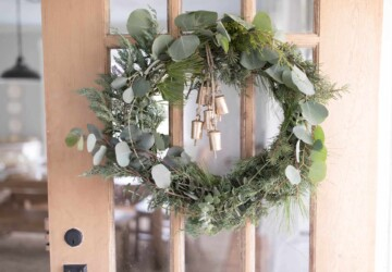 15 Perfect DIY Farmhouse Christmas Wreaths - Rustic DIY Christmas Wreaths and Centerpiece, DIY Farmhouse Christmas Wreaths, DIY Christmas Wreaths, Christmas Wreaths
