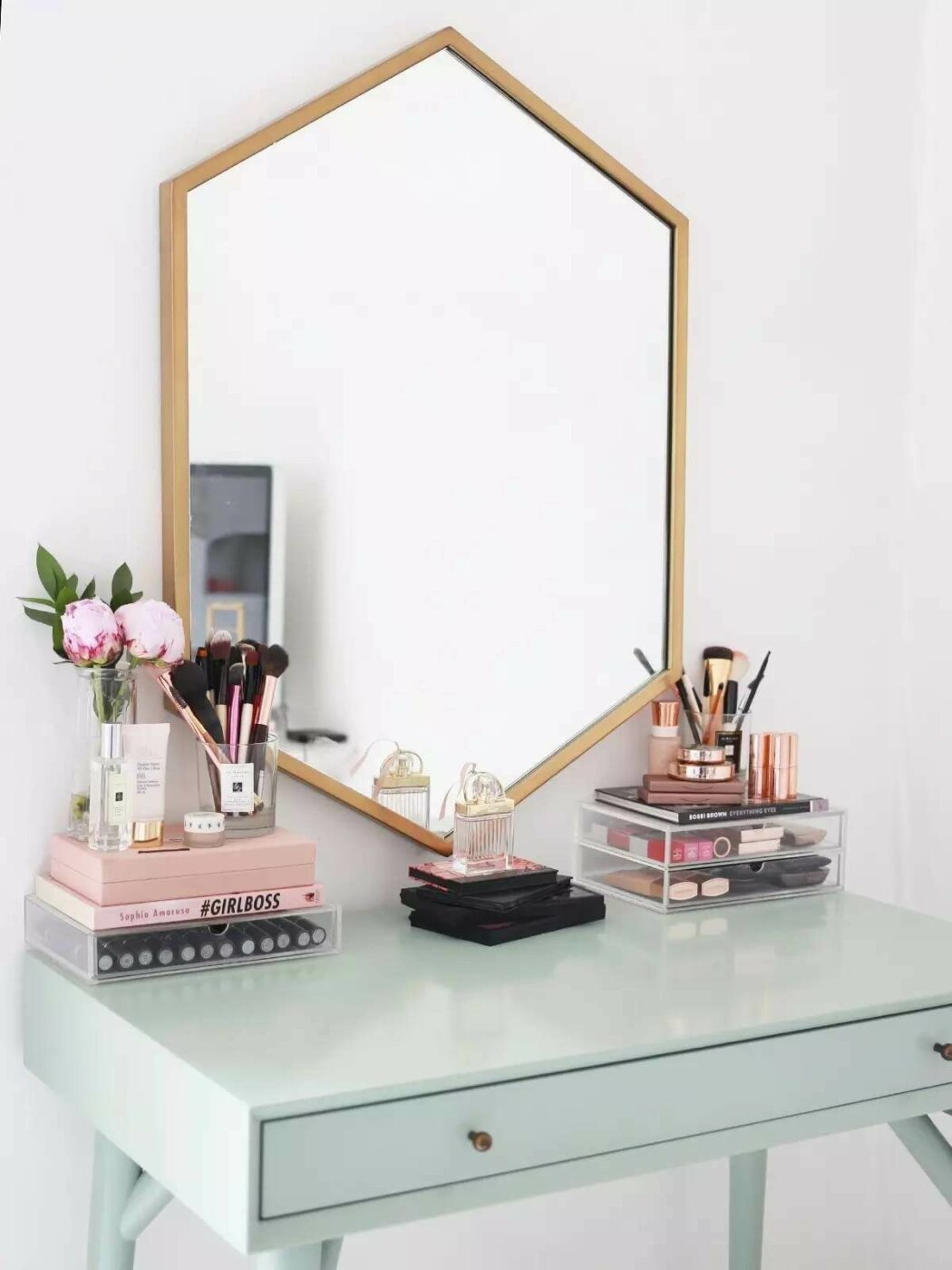 Minimalist Vanity and Geometric Wall Mirror