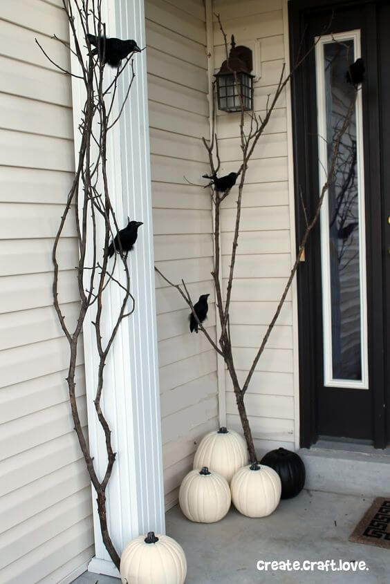 Black Ravens and White Pumpkins | Scary DIY Halloween Porch Decoration Ideas | vintage halloween porch