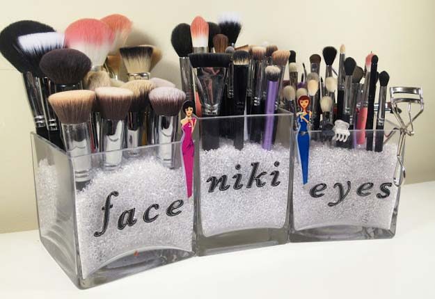 DIY Makeup Organizing Ideas - Simplistic Makeup Brush Storage - Projects for Makeup Drawer, Box, Storage, Jars and Wall Displays - Cheap Dollar Tree Ideas with Cardboard and Shoebox - Wood Organizers, Tray and Travel Carriers http://diyprojectsforteens.com/diy-makeup-organizing