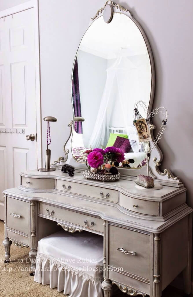 Elegant Multi-Tiered Vanity with Oversized Mirror