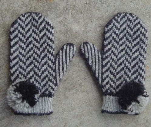 Crochet Herringbone Mittens With Pompoms