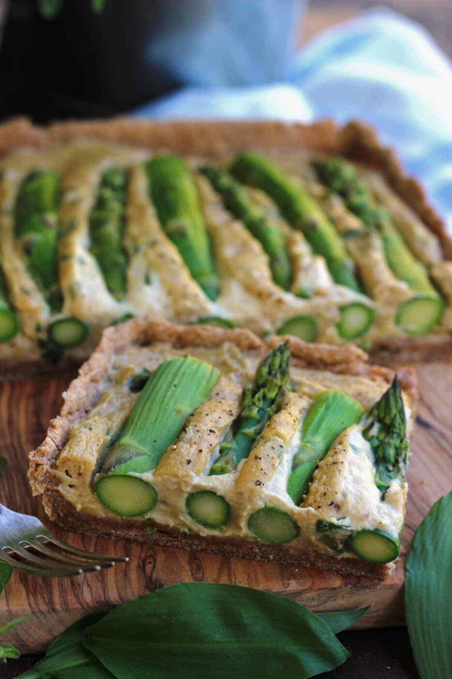Vegan asparagus quiche + 15 Farmers market recipes to make in April! Delicious, vegetarian, (mostly) healthy spring recipes made with fresh, seasonal produce from your local farmers market or CSA bin. Eat local! // Rhubarbarians