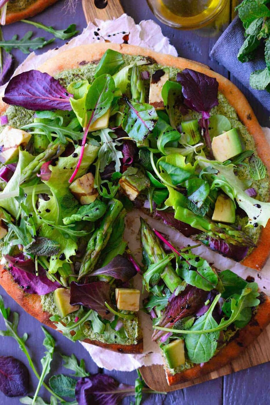 Green pizza with herbed vegan cashew cheese + 15 Farmers market recipes to make in April! Delicious, vegetarian, (mostly) healthy spring recipes made with fresh, seasonal produce from your local farmers market or CSA bin. Eat local! // Rhubarbarians