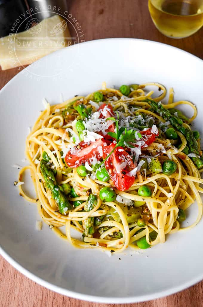 Linguine primavera + 15 Farmers market recipes to make in April! Delicious, vegetarian, (mostly) healthy spring recipes made with fresh, seasonal produce from your local farmers market or CSA bin. Eat local! // Rhubarbarians
