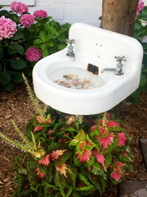 15 DIY Bird Bath Ideas To Attract Birds To Yard