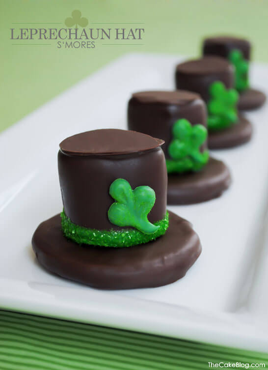 Leprechaun Hat S'mores | Top 50 St. Patrick's Day Green Food - have fun with St. Patrick's Day and surprise your family and friends with these fun, festive green recipes!