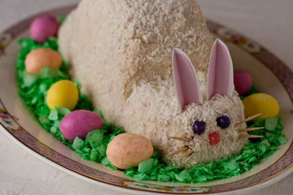 20+ Creative DIY Easter Bunny Cake Recipes --> DIY Easter Bunny Cake