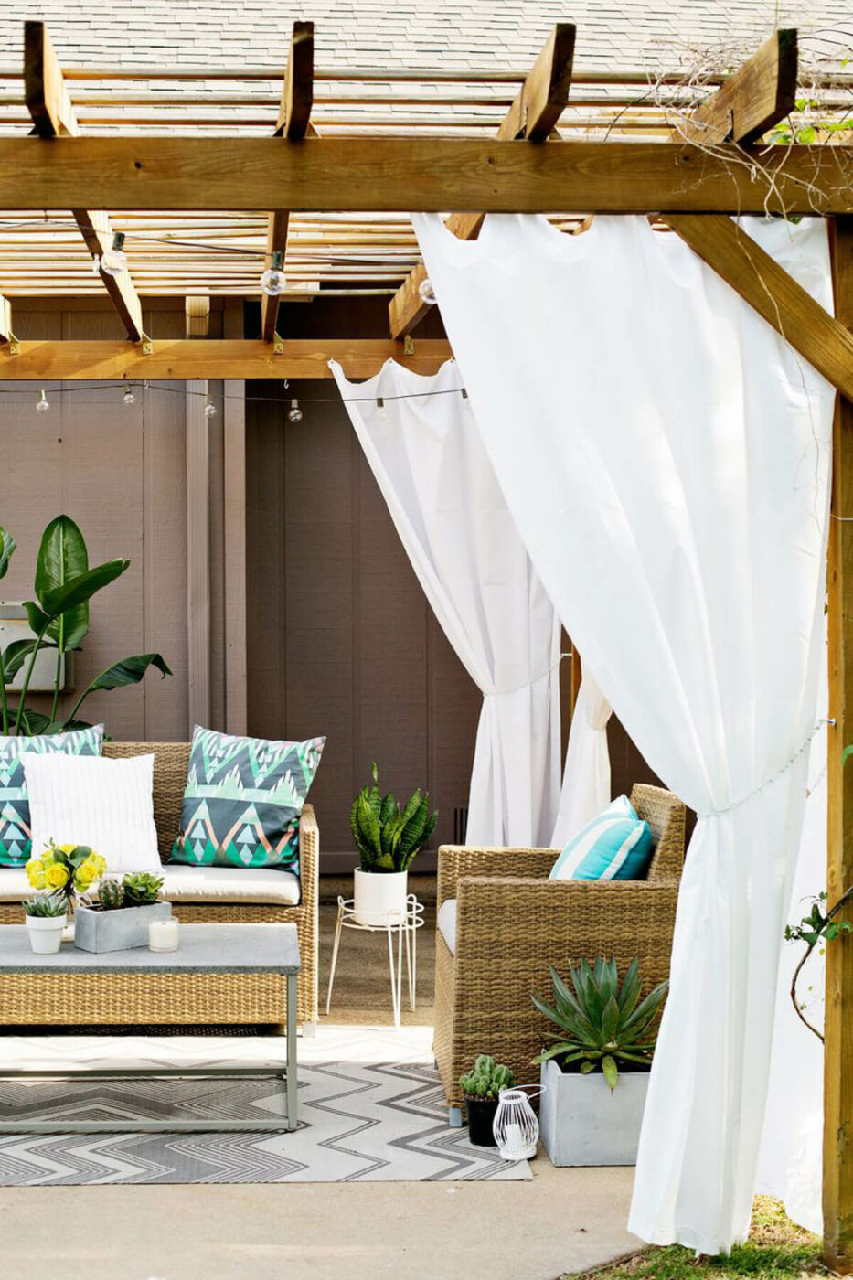 Outdoor Decor: 13 Amazing Curtain Ideas for Porch and Patios
