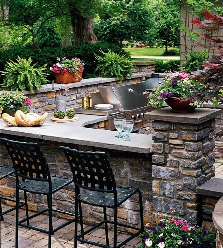 Outdoor Bar with Built-In Grill