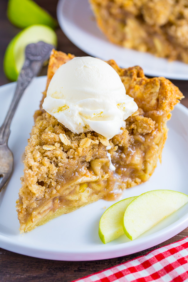 Brown Butter Oatmeal Crumb Apple Pie | 25+ Thanksgiving Pies