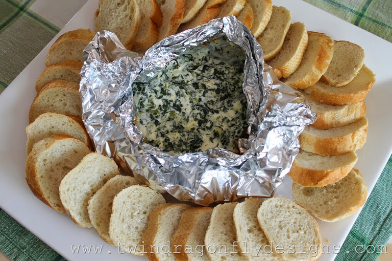 Campfire spinach dip | 25+ easy camping recipes