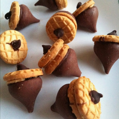 Chocolate and peanut butter acorns | 25+ Thanksgiving treats