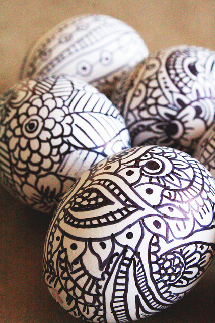 Doodle Easter Eggs | 25+ ways to decorate Easter Eggs