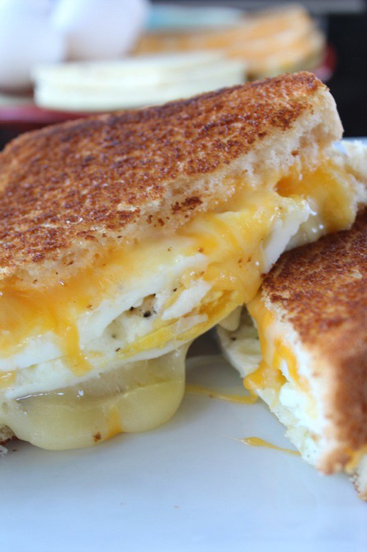 Fried Egg Grilled Cheese | 25+ Grilled Cheese Recipes