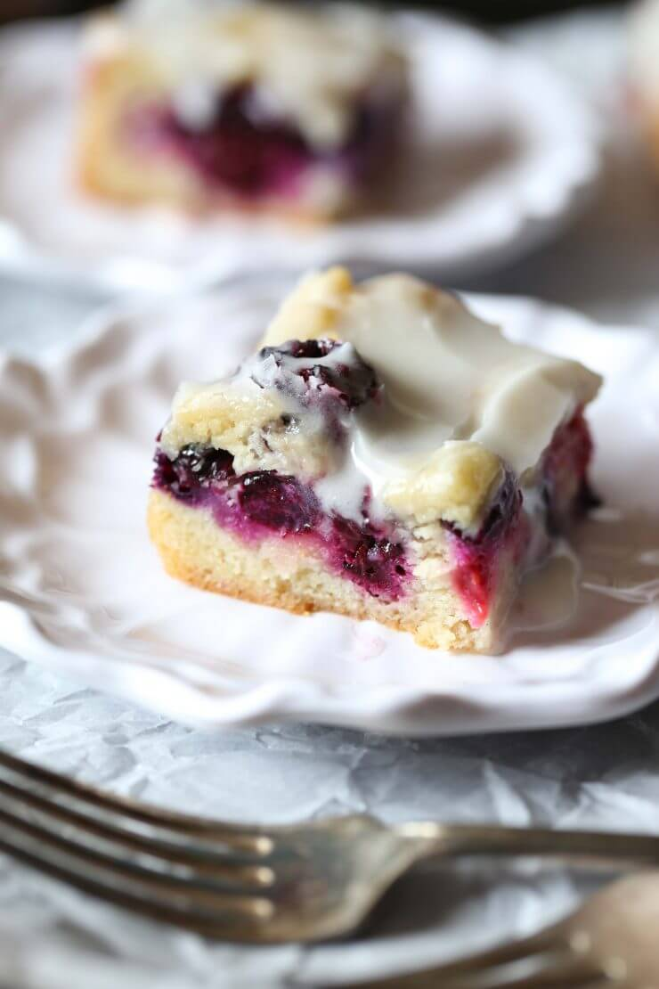 Glazed Berry Sugar Cookie Bars + 50 Delicious Berry Recipes... refreshingly sweet treats that you can enjoy all summer long!