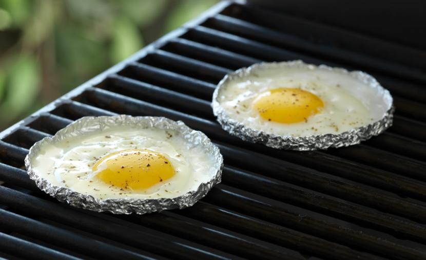 Grilling Fried Eggs | 25+ easy camping recipes
