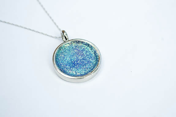 Easy Glitter Necklace