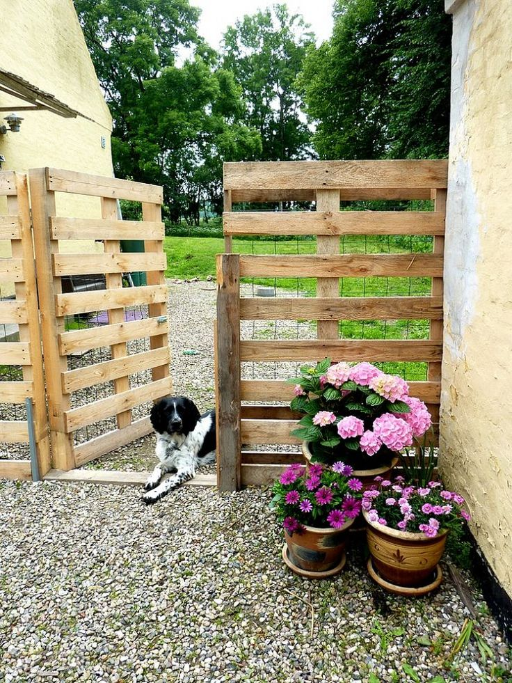 Make a Pallet Fence that will cost you nothing | 25+ garden pallet projects