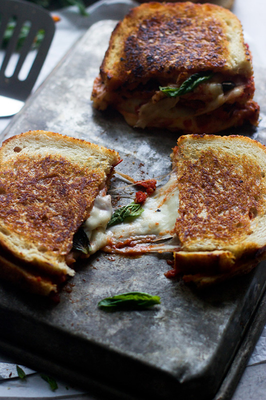 Margherita Pizza Grilled Cheese | 25+ Grilled Cheese Recipes