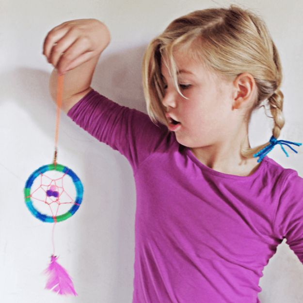 DIY Dream Catchers - Mini Dreamcatcher - How to Make a Dreamcatcher Step by Step Tutorial - Easy Ideas for Dream Catcher for Kids Room - Make a Mobile, Moon Designs, Pattern Ideas, Boho Dreamcatcher With Sticks, Cool Wall Hangings for Teen Rooms - Cheap Home Decor Ideas on A Budget http://diyprojectsforteens.com/diy-dreamcatchers