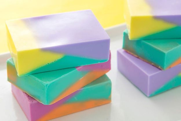 Soap Recipes DIY - Modern Color Block Soap - DIY Soap Recipe Ideas - Best Soap Tutorials for Soap Making Without Lye - Easy Cold Process Melt and Pour Tips for Beginners - Crockpot, Essential Oils, Homemade Natural Soaps and Products - Creative Crafts and DIY for Teens, Kids and Adults http://diyprojectsforteens.com/cool-soap-recipes