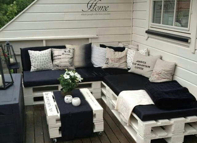 Pallet sofa | 25+ garden pallet projects