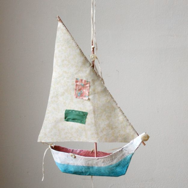 Creative Paper Mache Crafts - Paper Mache Boat - Easy DIY Ideas for Making Paper Mache Projects - Cool Newspaper and Paper Bag Craft Tips - Recipe for for How To Make Homemade Paper Mashe paste - Halloween Masks and Costume Tutorials - Sculpture, Animals and Ideas for Kids http://diyprojectsforteens.com/paper-mache-crafts
