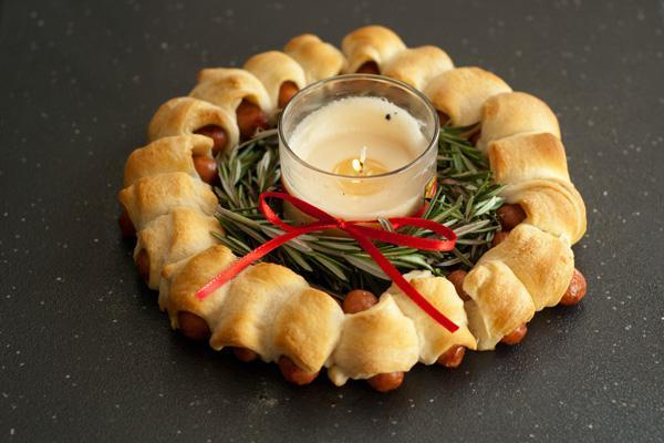 Pigs in a Blanket Ring   25+ Food Party Ring Ideas