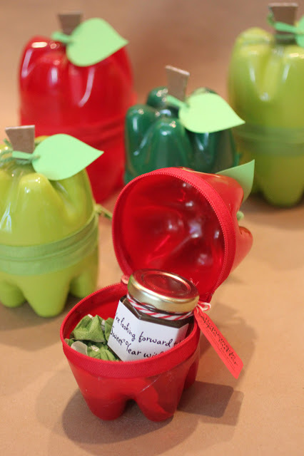 Plastic bottle apple containers - 25+apple projects and kids crafts - NoBiggie.net
