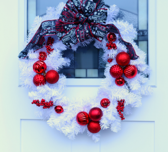 Red and White Wreath | 25+ MORE Beautiful Christmas Wreaths