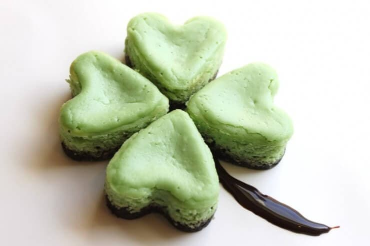 Mini Mint Cheesecakes | Top 50 St. Patrick's Day Green Food - have fun with St. Patrick's Day and surprise your family and friends with these fun, festive green recipes!