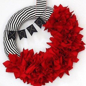 15 DIY Valentine's Day Wreaths You Can Craft (Part 1) - DIY Wreaths Ideas, diy wreath, DIY Valentine's Day Wreaths, diy Valentine's day wreath, diy Valentine's day