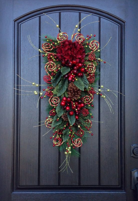 Teardrop Christmas Wreath | 25+ MORE Beautiful Christmas Wreaths