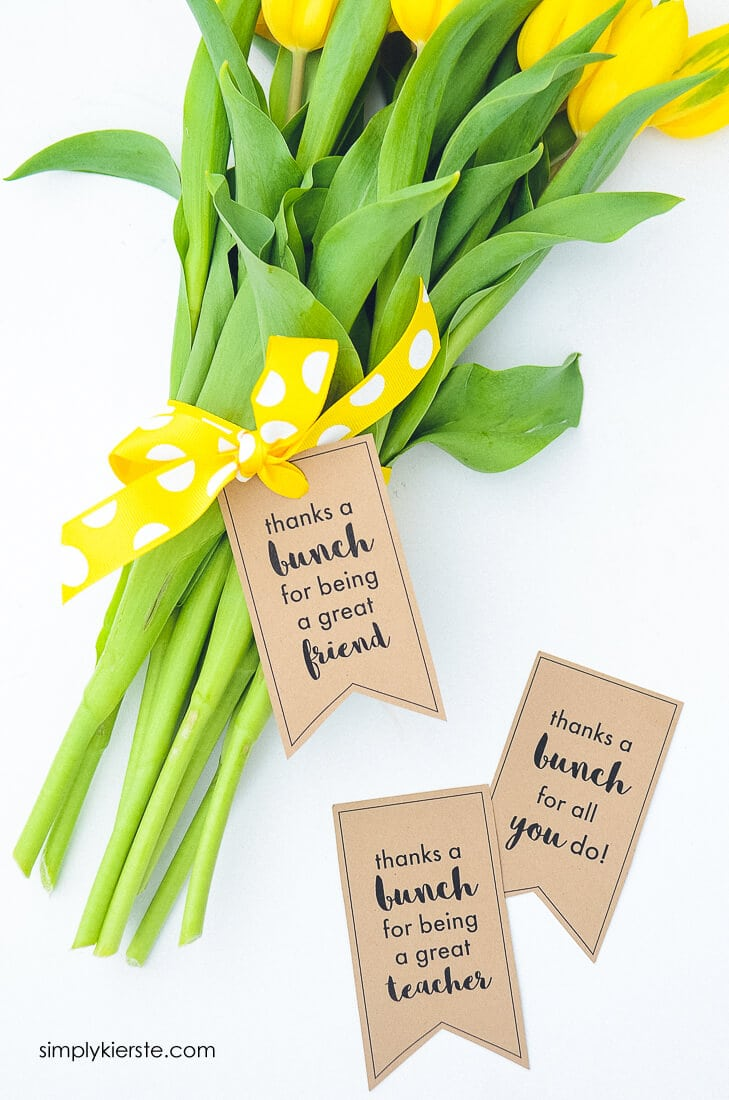 Thanks a Bunch Flowers Printable Tag + 25 Handmade Gift Ideas for Teacher Appreciation - the perfect way to let those special teachers know how important they are in the lives of your children!