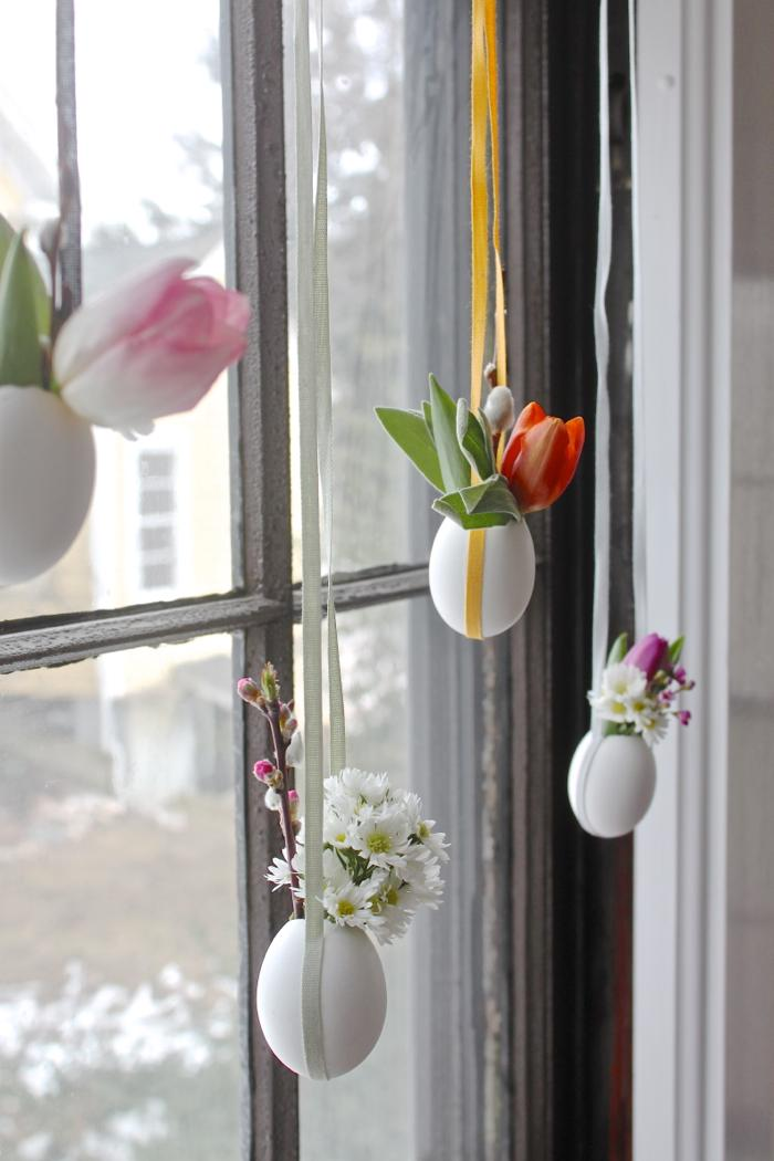DIY hanging Easter egg posies craft spring decor. Such an easy to make spring craft! Love these hanging eggs with fresh florals for instant spring decorations. #springdecor #easteregg #eastereggcraft #springdecorideas