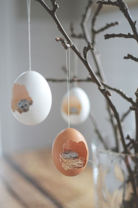 What a creative spring craft! Add a mini nest to empty hard boiled eggs to create a cute Easter egg craft! #springdecor #easterdecor #eastercenterpiece #springideas #easteregg