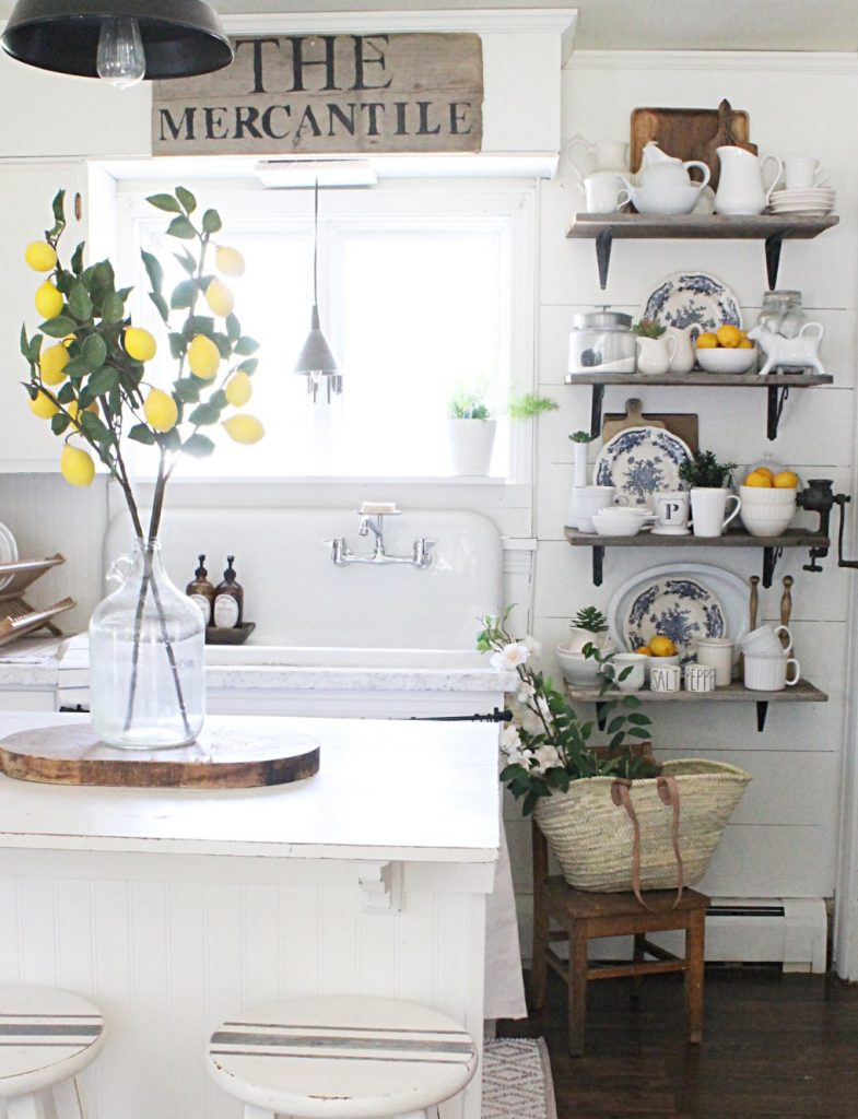 In love with this farmhouse kitchen! Adore the lemon kitchen home decor pops! Fill bowls and jars with lemons to spruce up your kitchen!