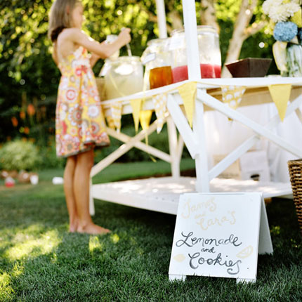 15 Amazing DIY Lemonade Stands - Lemonade Stands, Lemonade Stand, DIY Lemonade Stands, DIY Lemonade, diy kids crafts