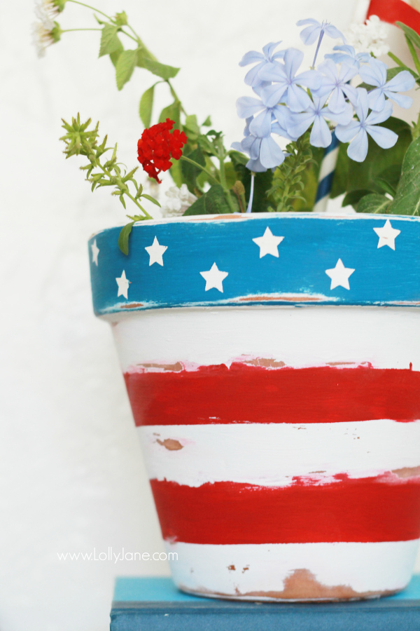 Stars and stripes flower pot, perfect for year round or any patriotic holiday! via @lollyjaneblog